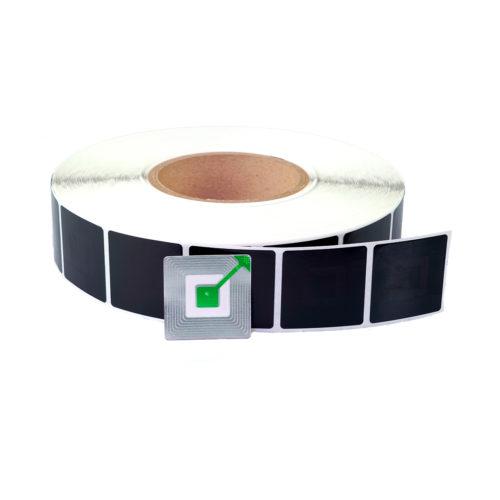 Rolle mit schwarzen RFID Etiketten