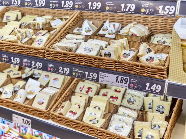 Warenkorb mit Käse